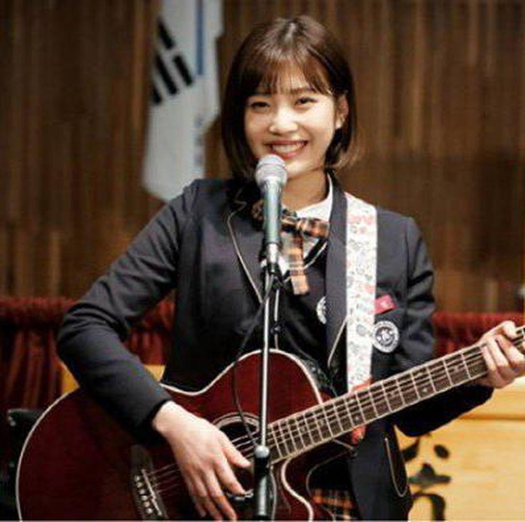 Joy Red Velvet Berseragam Sekolah di The Liar and His Lover