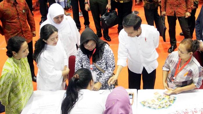 Jokowi Salurkan Bantuan Pangan Non Tunai