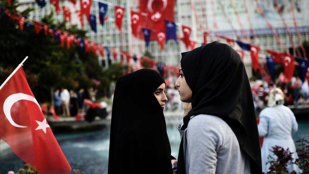 Turki Mencabut Larangan Berkerudung di Kalangan Militer