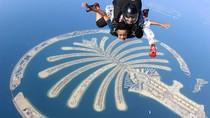 Yang Seru di Dubai: Lompat dari Pesawat Hingga Naik Lamborghini