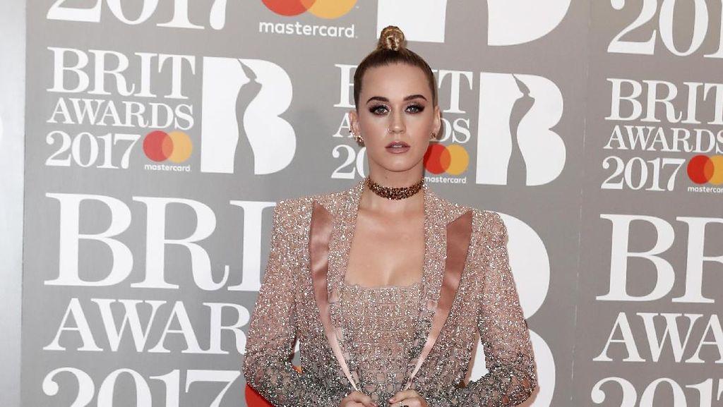 Hanya 3 Hari, Desainer Indonesia Rinaldy Yunardi Buat Sepatu Katy Perry