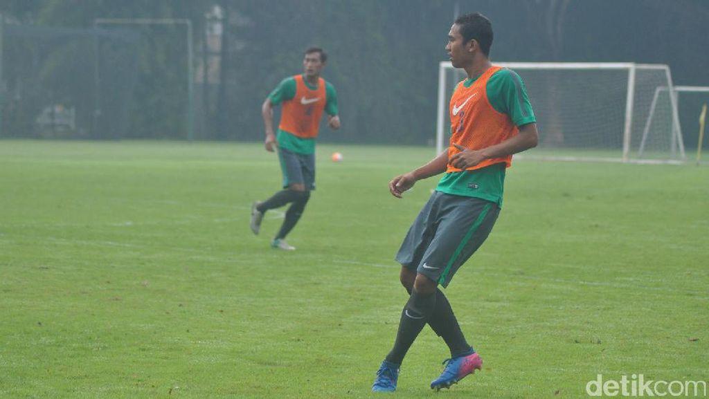 Luis Milla Ingin Bek Bisa Kontrol Bola, Tak Langsung Dibuang Jauh