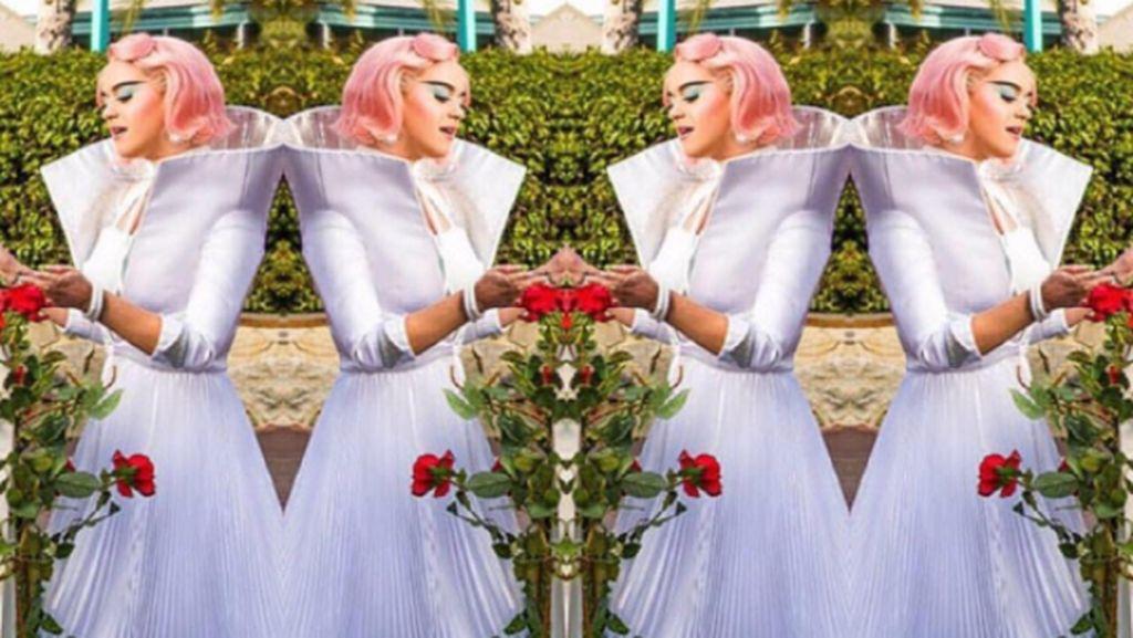 Katy Perry Pakai Sepatu Rancangan Desainer Indonesia di Video Klip