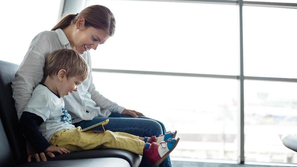 Bagaimana Mengajarkan Perilaku Positif di Medsos ke Anak?