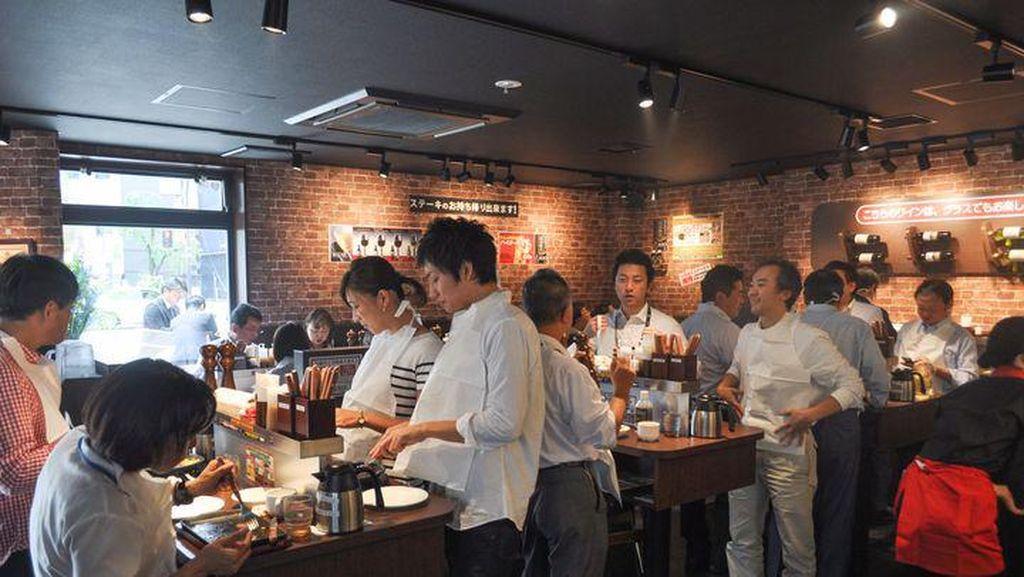 Resto Steak Jepang Berkonsep Makan Sambil Berdiri Ini Buka di New York