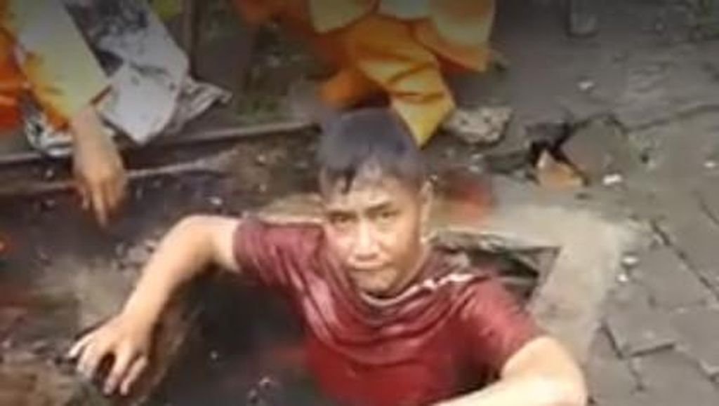 Pasukan Orange Menyelam di Selokan Sudah Ditonton Jutaan Kali