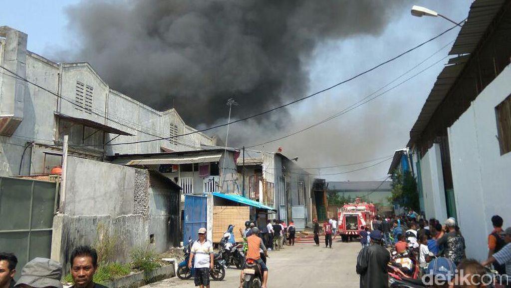 3 Gudang Barang Elektronik di Tangerang Terbakar