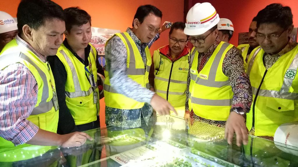 Ahok Tinjau Proyek Arena Balap Sepeda di Velodrome Jaktim