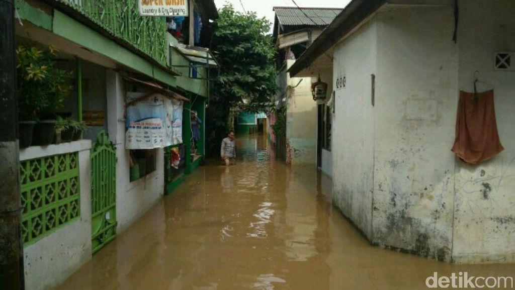 Kali Pesanggrahan Meluap, Permukiman di Pondok Pinang Kebanjiran