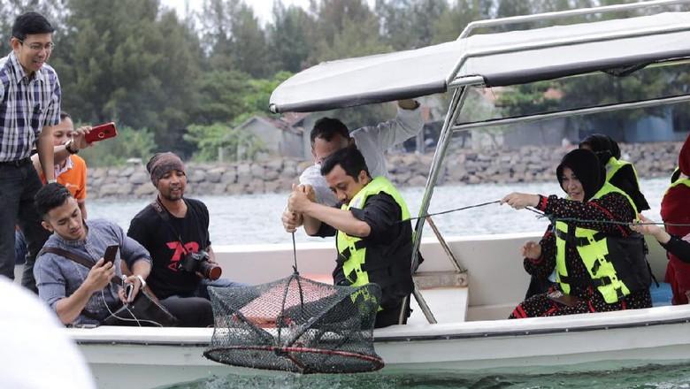 Foto:  Ustadz Yusuf Mansyur berwisata Basket Fishing (dok Pemkot Banda Aceh)