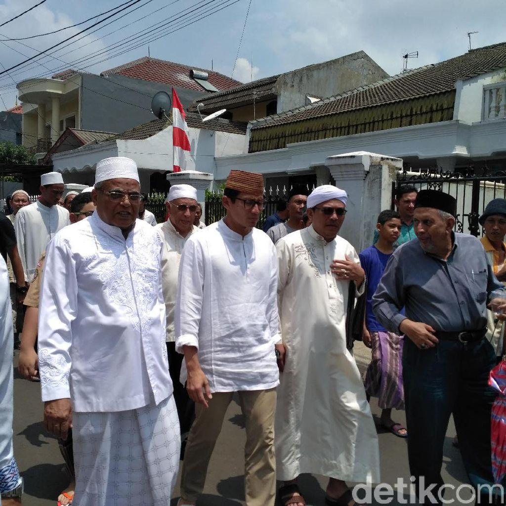 Sandiaga Jumatan dan Salat Jenazah di Masjid Arrohmah Jatinegara