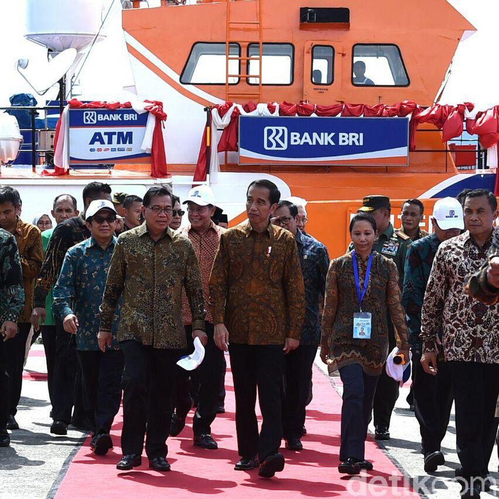 Jokowi Pantau Bank Kapal BRI di Maluku