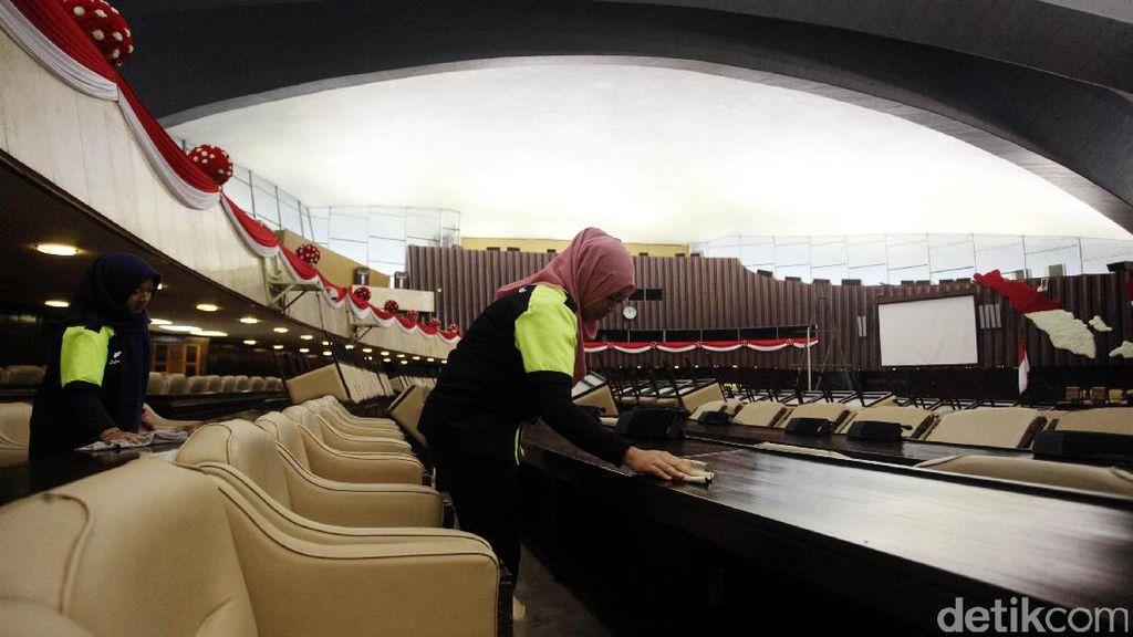 Gedung DPR Bersolek Sambut Raja Salman