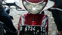 Penjahat Bersenjata Gergaji Tepergok Dorong Motor Curian