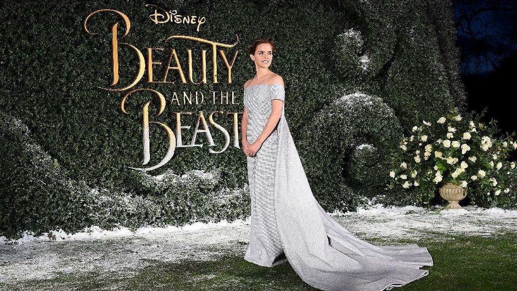 Foto: Emma Watson Cantik bak Cinderella di Premier Beauty And The Beast