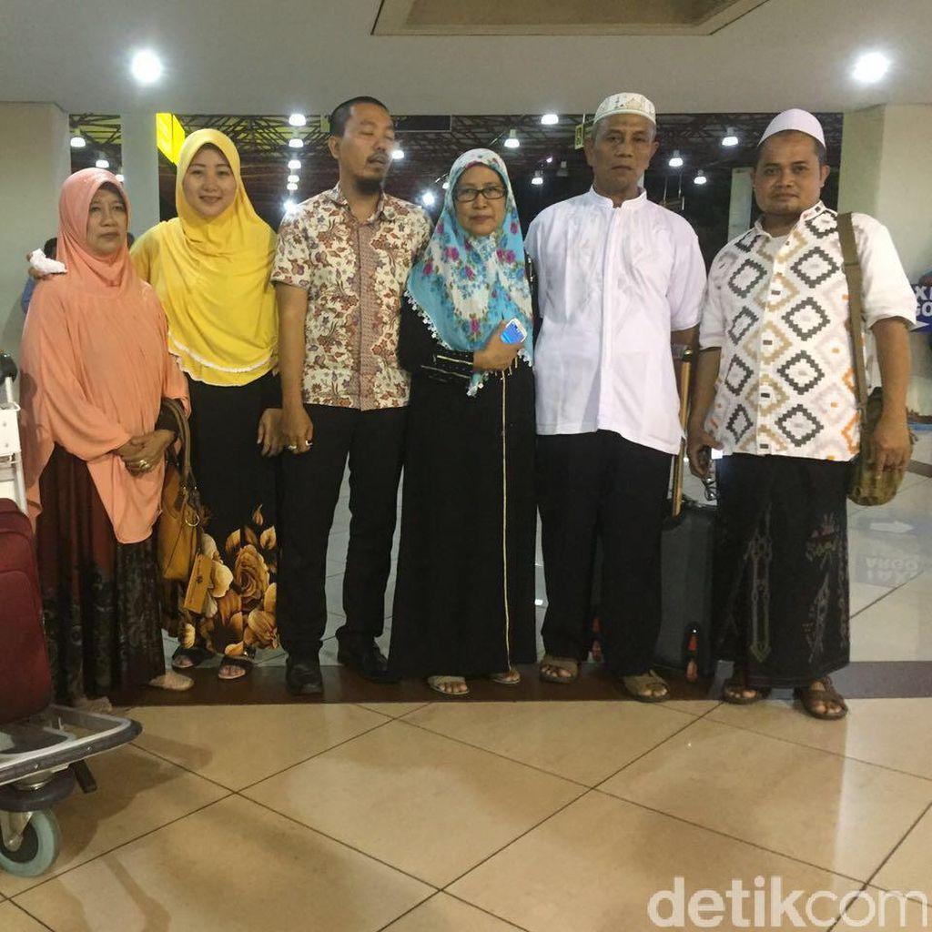 Jemaah Umrah yang Sempat Ditahan di Jeddah Tiba di Pasuruan