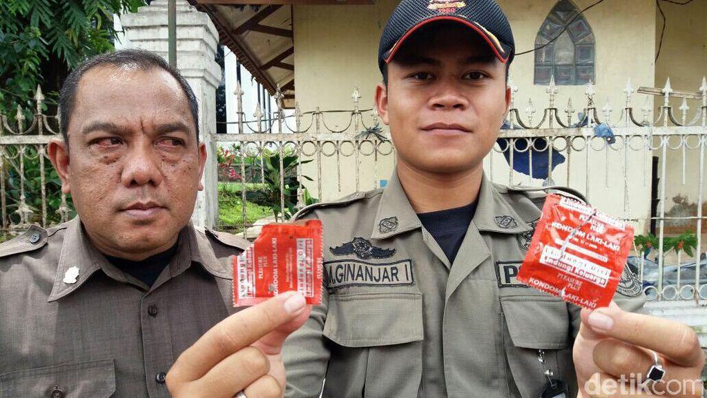 Bongkar Lapak PKL, Satpol PP Temukan Kondom Bekas Berserakan