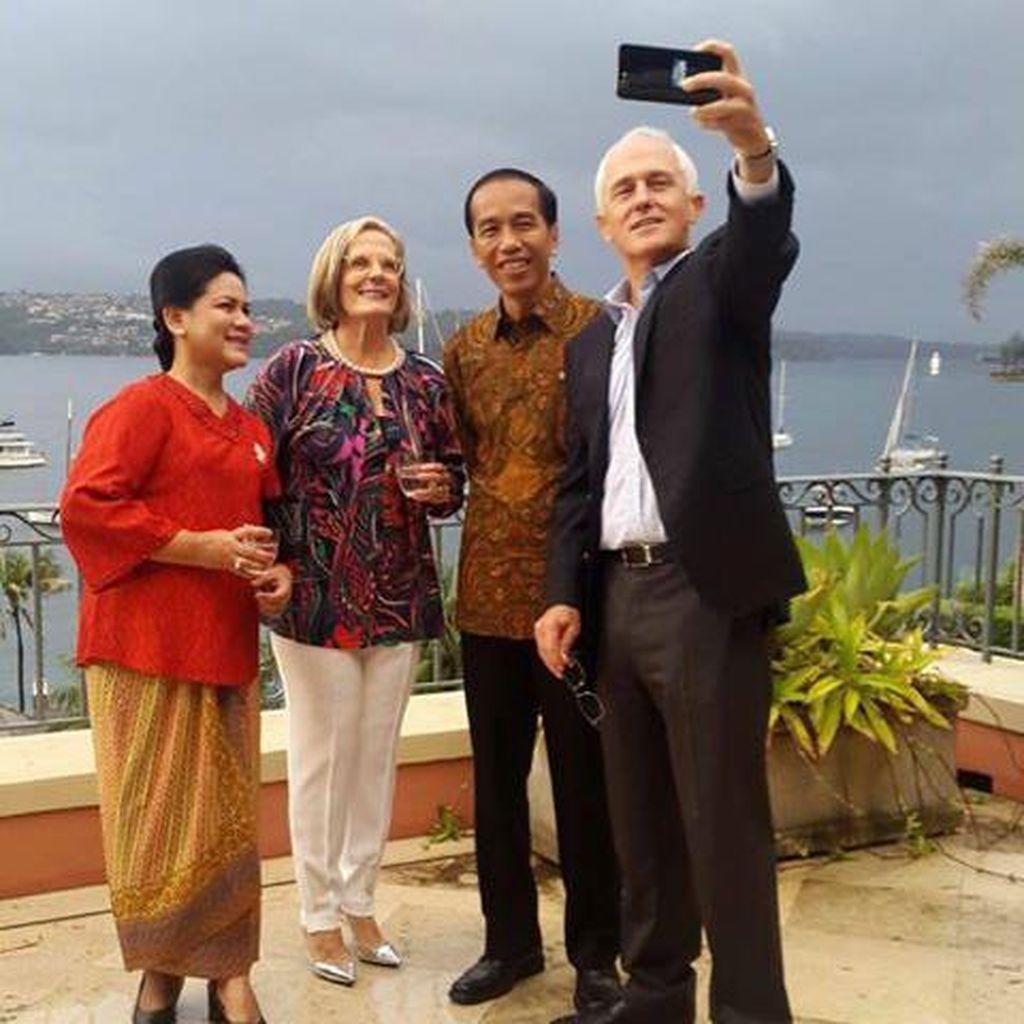 Sambil Jalan Santai, Turnbull Kenalkan Jokowi ke Warga Sydney
