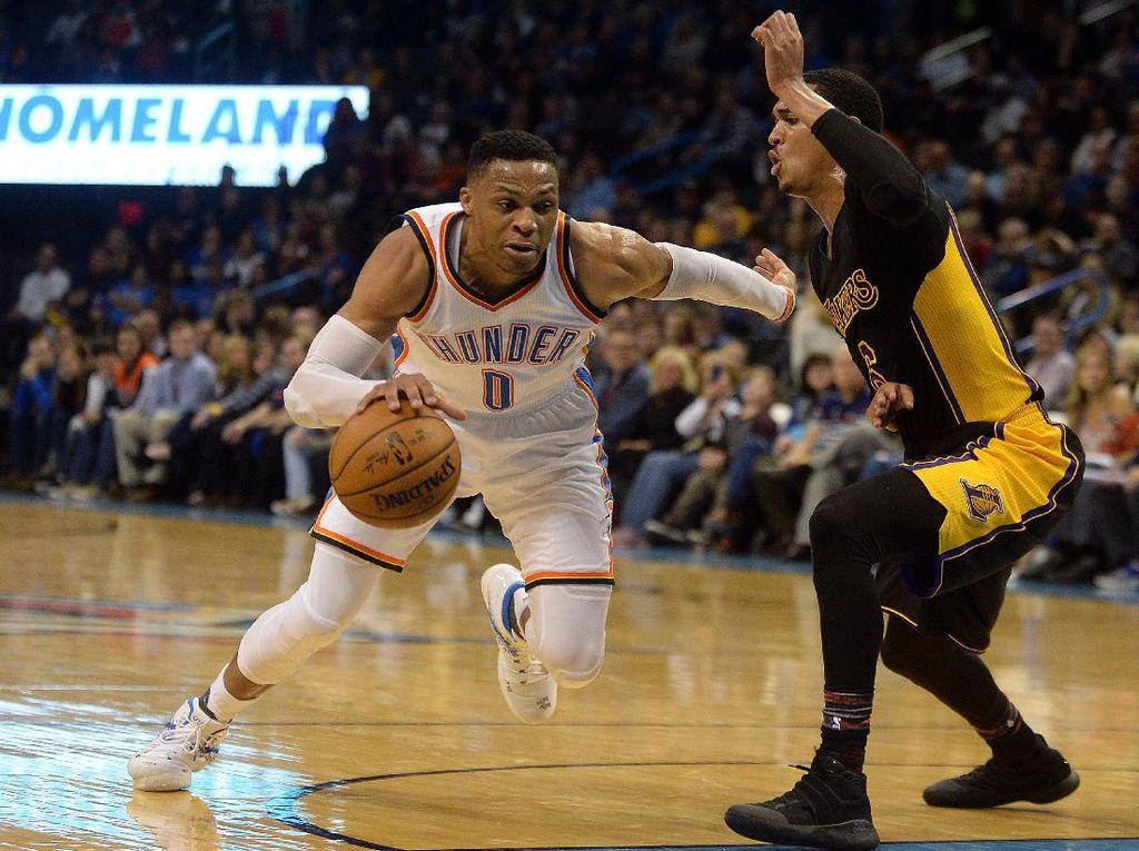 Westbrook Cetak Triple-Double ke-28, Thunder Tundukkan Lakers