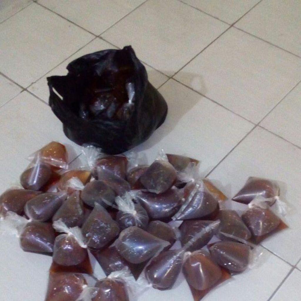 Polisi Gerebek Warung Jamu yang Jual Miras Oplosan di Bekasi