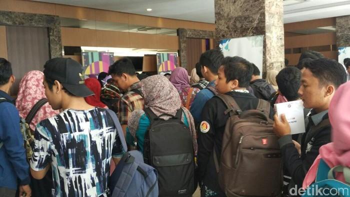 Ratusan pengunjung mendatangi lokasi acara di hotel Grand Tjokro yang didominasi oleh anak muda. Foto: sukma Indah Permana/detikcom
