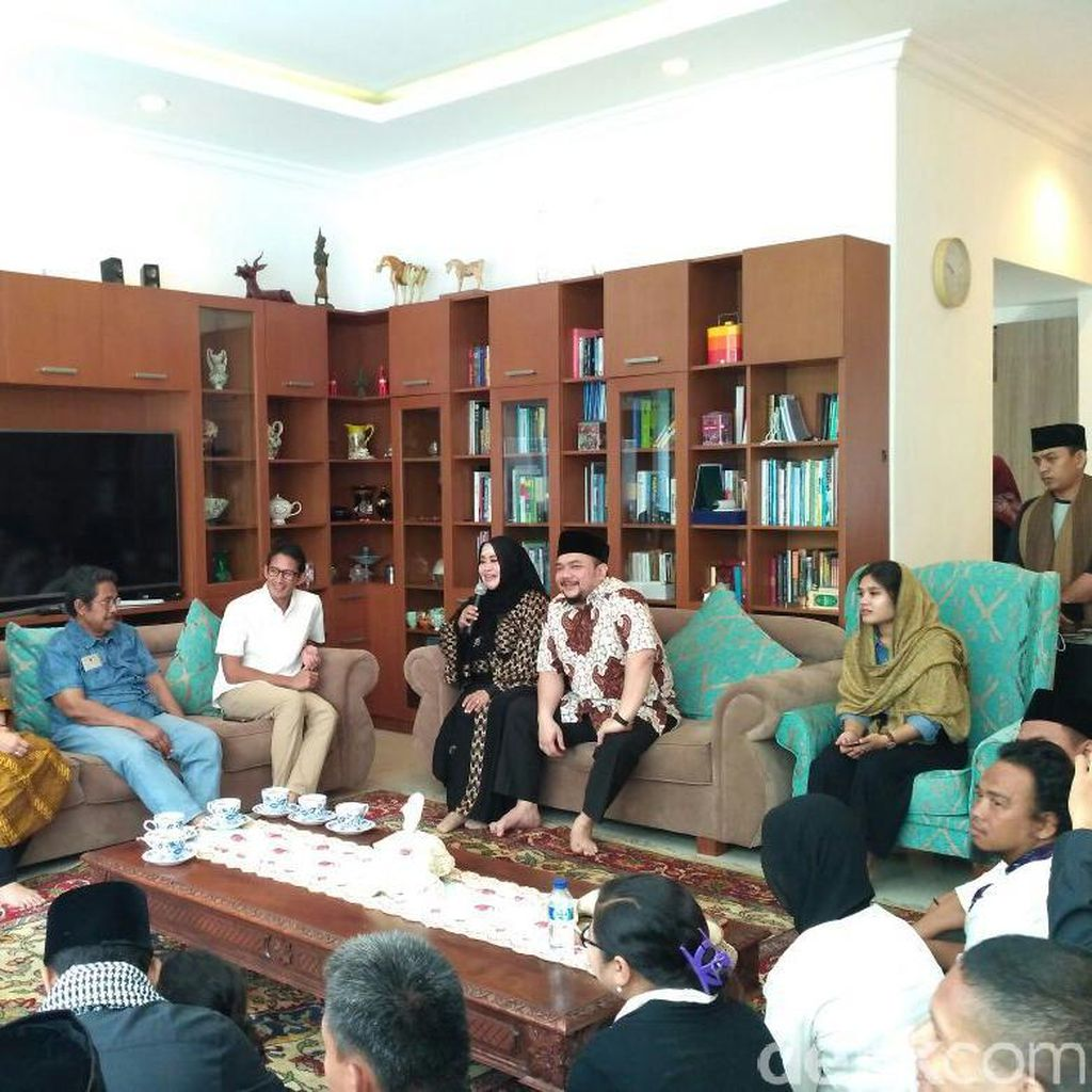 Sandiaga Uno Sambangi Kediaman Anggota DPD Fahira Idris
