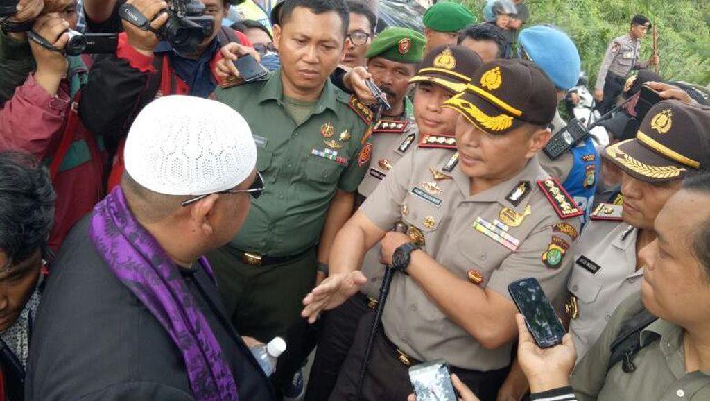Massa Ormas Protes Masjid Ahmadiyah di Depok