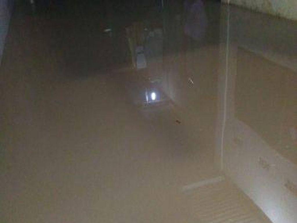Banjir Landa Cilandak, Sejumlah Warga Putuskan Mengungsi
