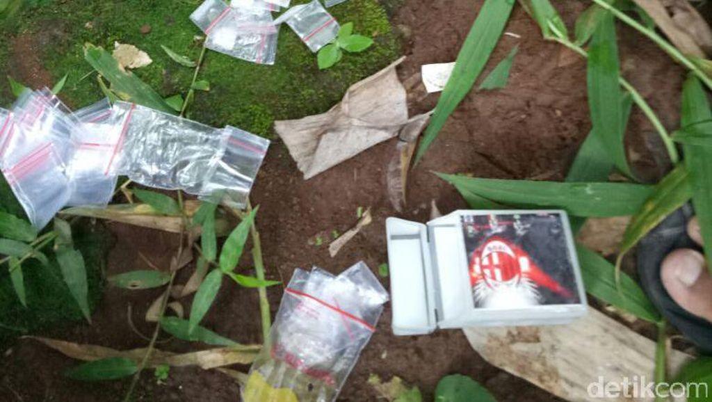 Buang Barang Bukti Sabu ke Selokan, AS Ditembak Polisi Kuningan