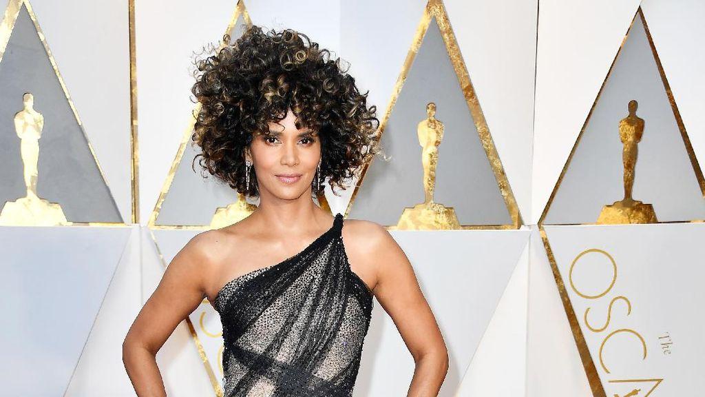 Tampil Kribo di Oscar, Rambut Halle Berry Disamakan dengan Ramen