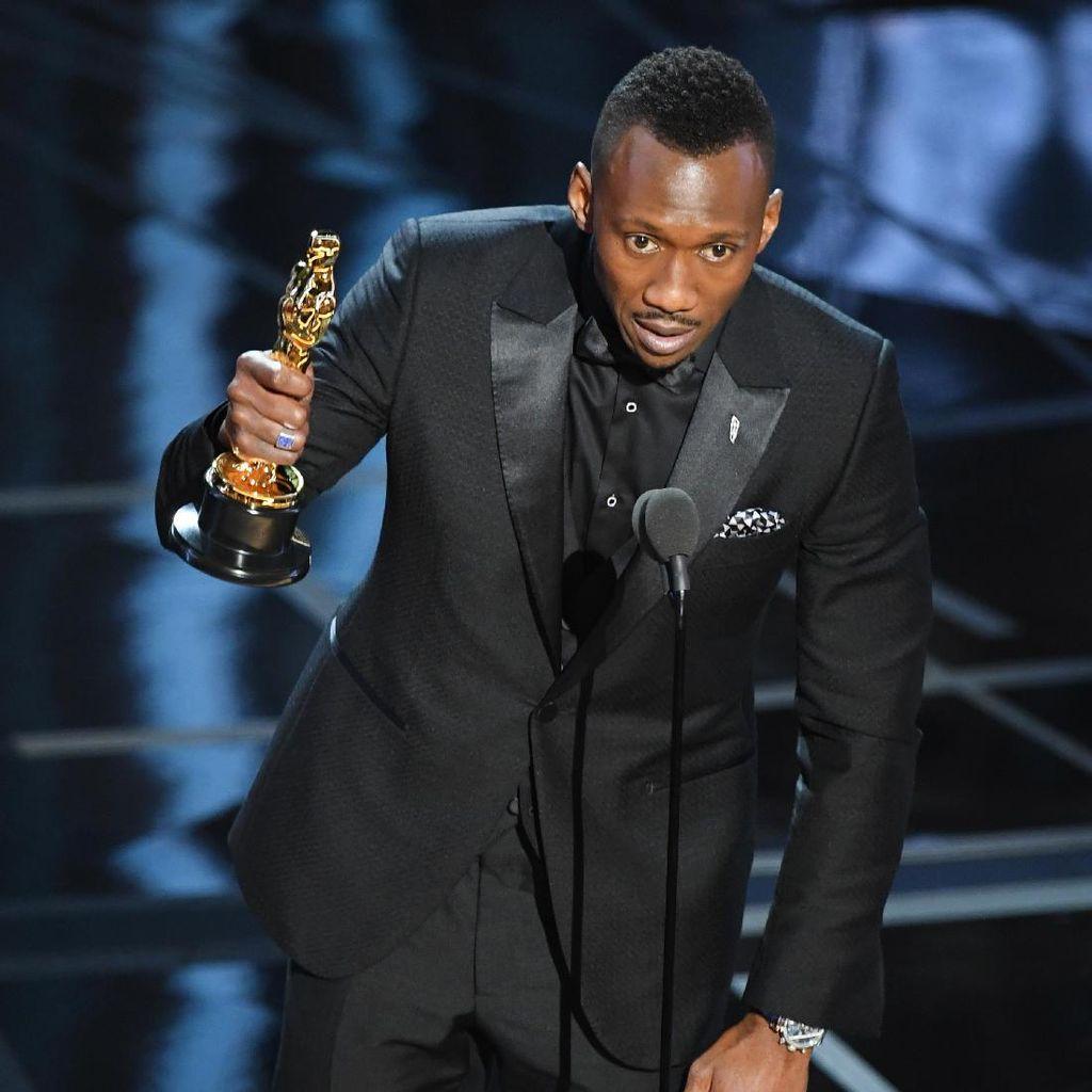 Mahershala Ali Terharu Terima Oscar Pertama
