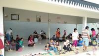 Untuk orang tua yang mau duduk santai menunggu anak bermain bisa menunggu di ruangan ini. Ini adalah fasilitas ruang tunggu di Kalijodo (Bonauli/detikTravel)