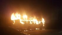 Bus Pariwisata Terbakar di Tol Cikampek Arah Jakarta