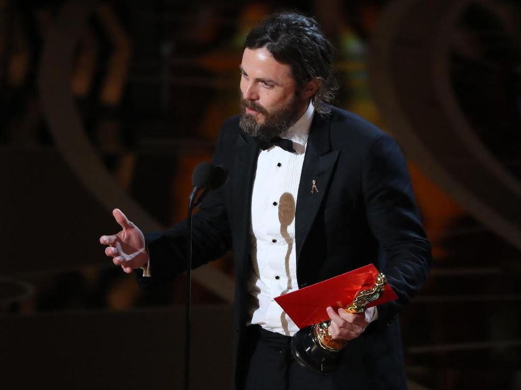 Casey Affleck Terbata-bata Ucapkan Suka Cita Terima Piala Oscar