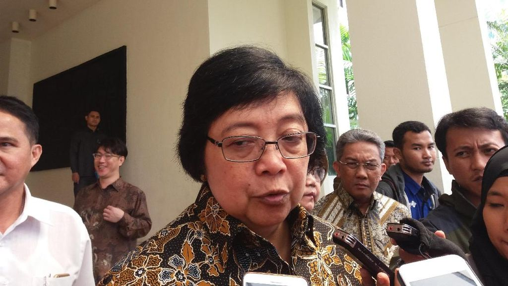 Menteri LHK Akan Terapkan Peraturan Plastik Berbayar