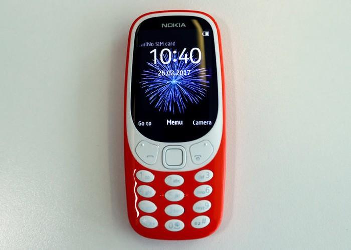Ponsel sejuta umat Nokia 3310 yang penuh kenangan diluncurkan kembali di sela acara MWC 2017 di Barcelona, Spanyol, Minggu (26/2/2017). Foto:Reuters