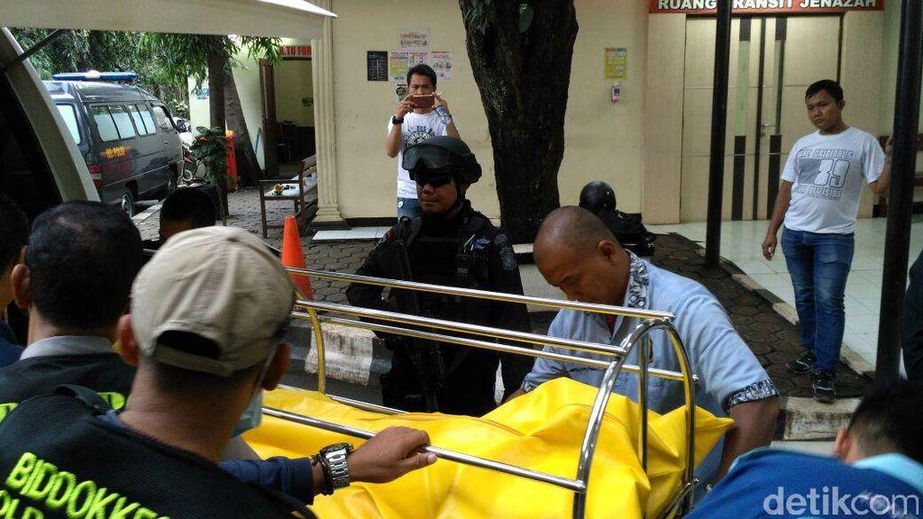 Tiba di RS Polri, Jasad Pelaku Bom Panci Dibawa ke Ruang Forensik
