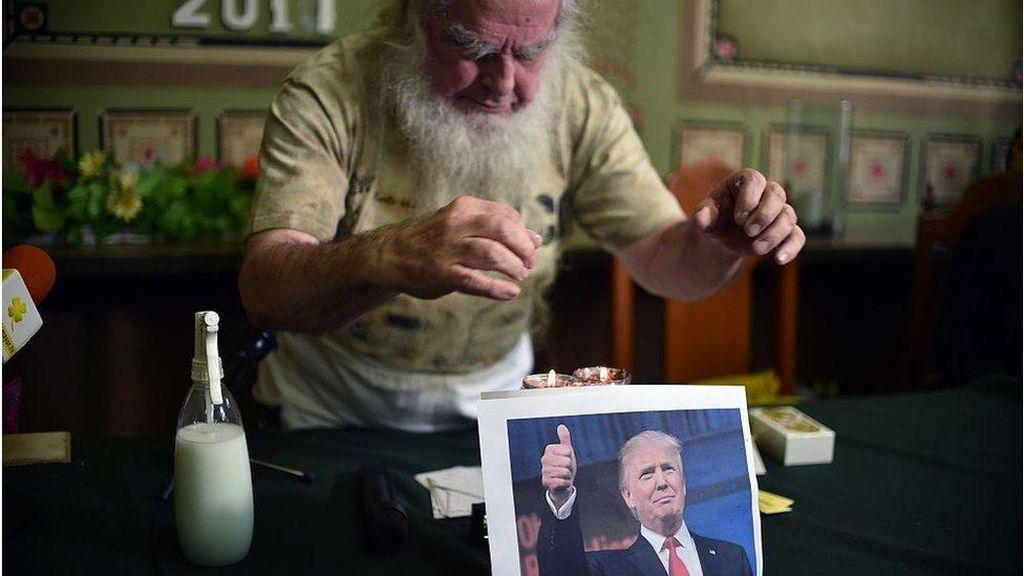 Kelompok Penyihir di AS Kirim Santet untuk Lengserkan Donald Trump