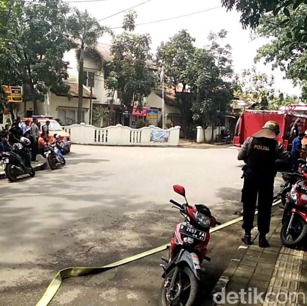 Pelaku Dilumpuhkan, Polisi Sisir Kantor Kelurahan Arjuna Bandung