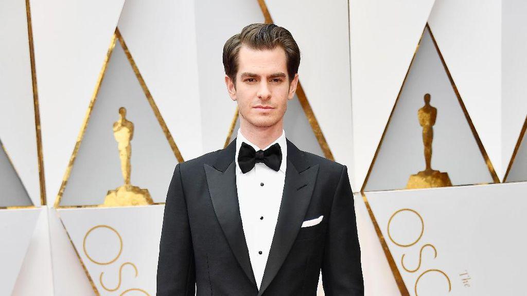 Andrew Garfield datang ke Oscar Bersama Kedua Orangtuanya