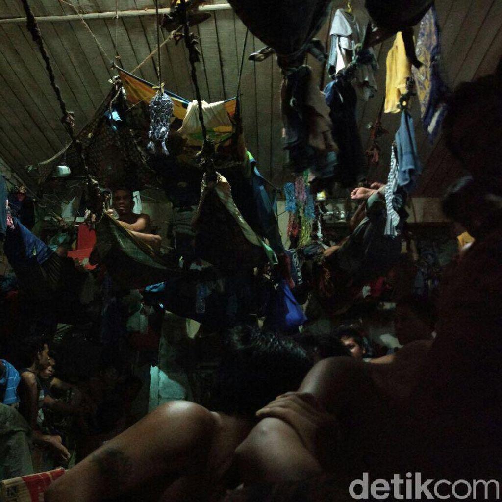 Melihat Napi Tidur Bergelayutan Mirip Tarzan di LP Banjarmasin