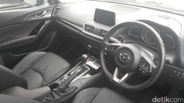 Interior mobil tidak jauh berbeda dengan mobil Mazda lainnya