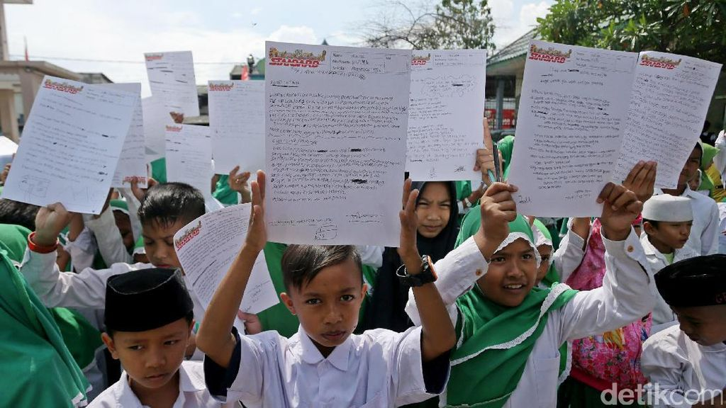 Ratusan Anak Nelayan Tulis Surat Untuk Presiden