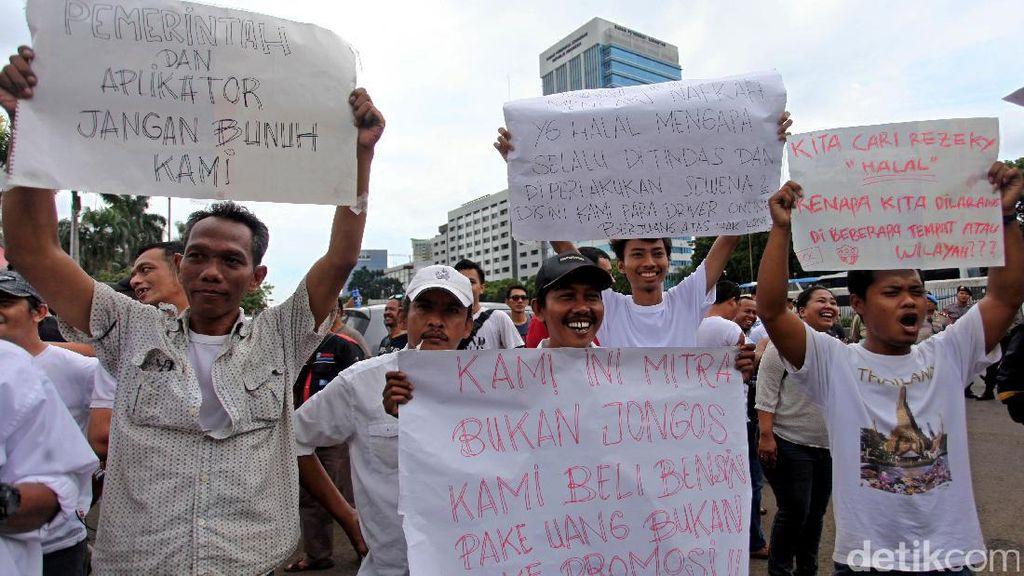 Demo Pengemudi Online di Depan DPR