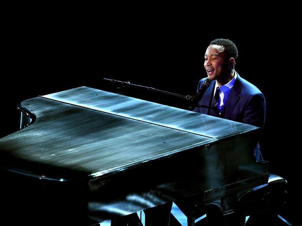Diiringi Piano, John Legend Bawakan Medley Soundtrack La La Land