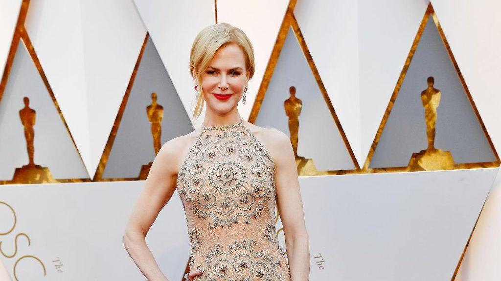 Nicole Kidman Curi Perhatian dengan Gaun Nude & Perhiasan 119 Karat