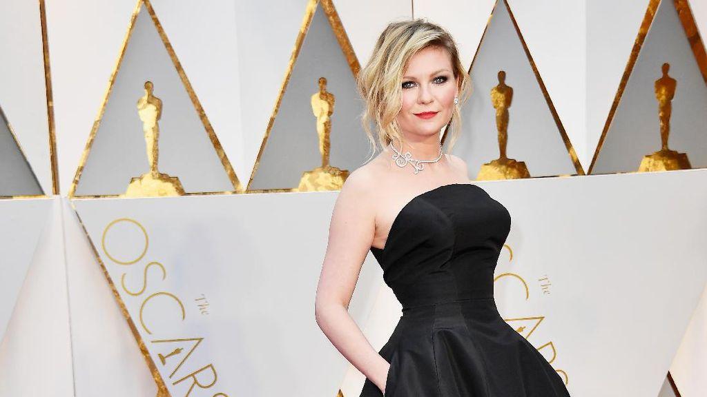 Foto: 10 Gaun Oscar 2017 yang Paling Banyak Dicari di Google