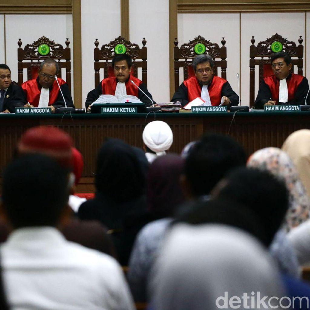 Habib Rizieq Minta Majelis Hakim Segera Menahan Ahok