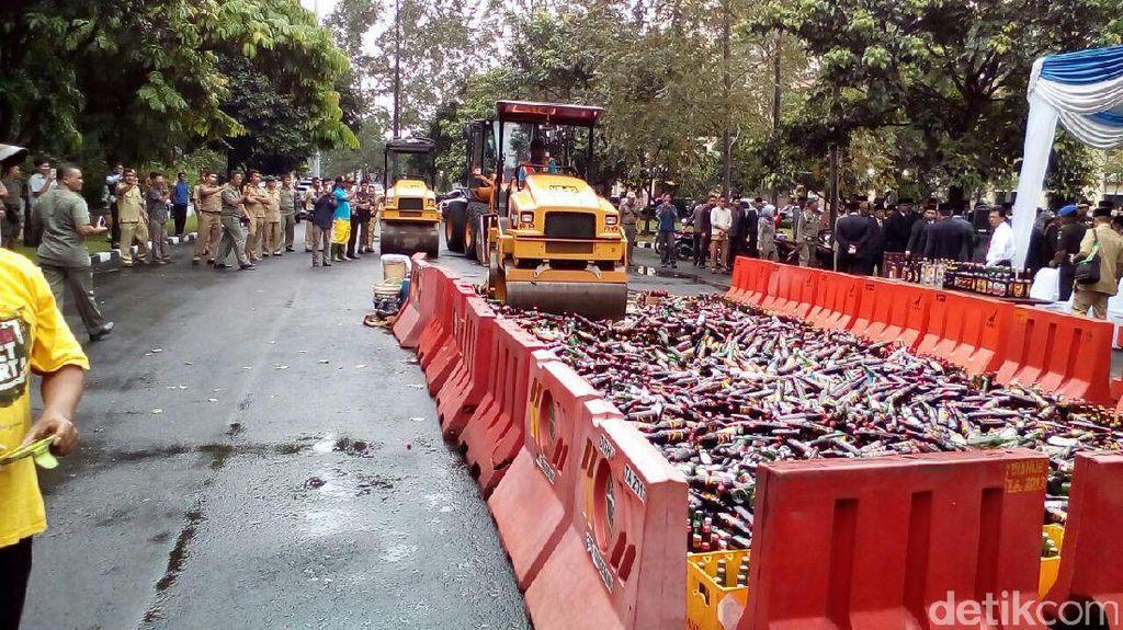 Pemkot Tangerang Musnahkan 7.000-an Botol Miras