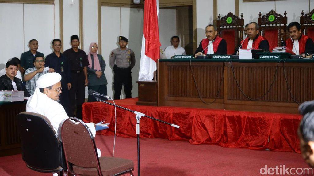 Habib Rizieq Serahkan Rekaman Rapat dan Wawancara Ahok ke Hakim